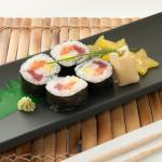 FUTO MAKI 4PZ - Riso, Salmone, tonno, granchio, tobiko, avocado