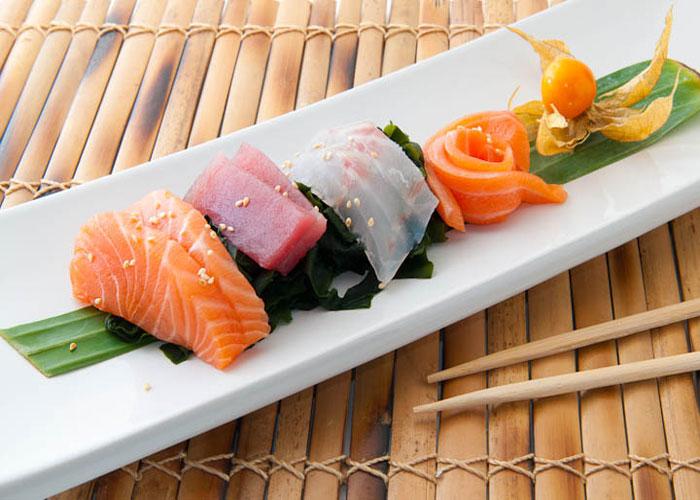 kaisen-suonomono-alghe-giapponesi-in-aceto-di-riso-con-pesce-crudo