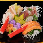 SASHIMI MISTO - 12 fette di pesce crudo misto e 1 fiore di salmone