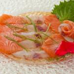 SASHIMI NEW STYLE - 12 Fette di pesce misto scottati con zenzero e olio speciale