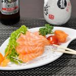 SASHIMI SAKE6 fette di salmone crudo e 1 fiore di salmone