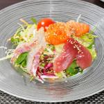 SASHIMI SALAD - Insalata con pesce crudo misto e salsa