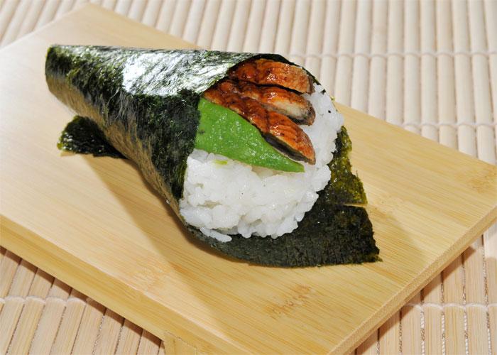 Anago temaki - Cono di alga con riso, anguilla* e avocado